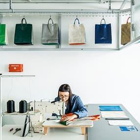 freitag_sweat-yourself-shop_sewing_rgb_rolandtaennler.jpg