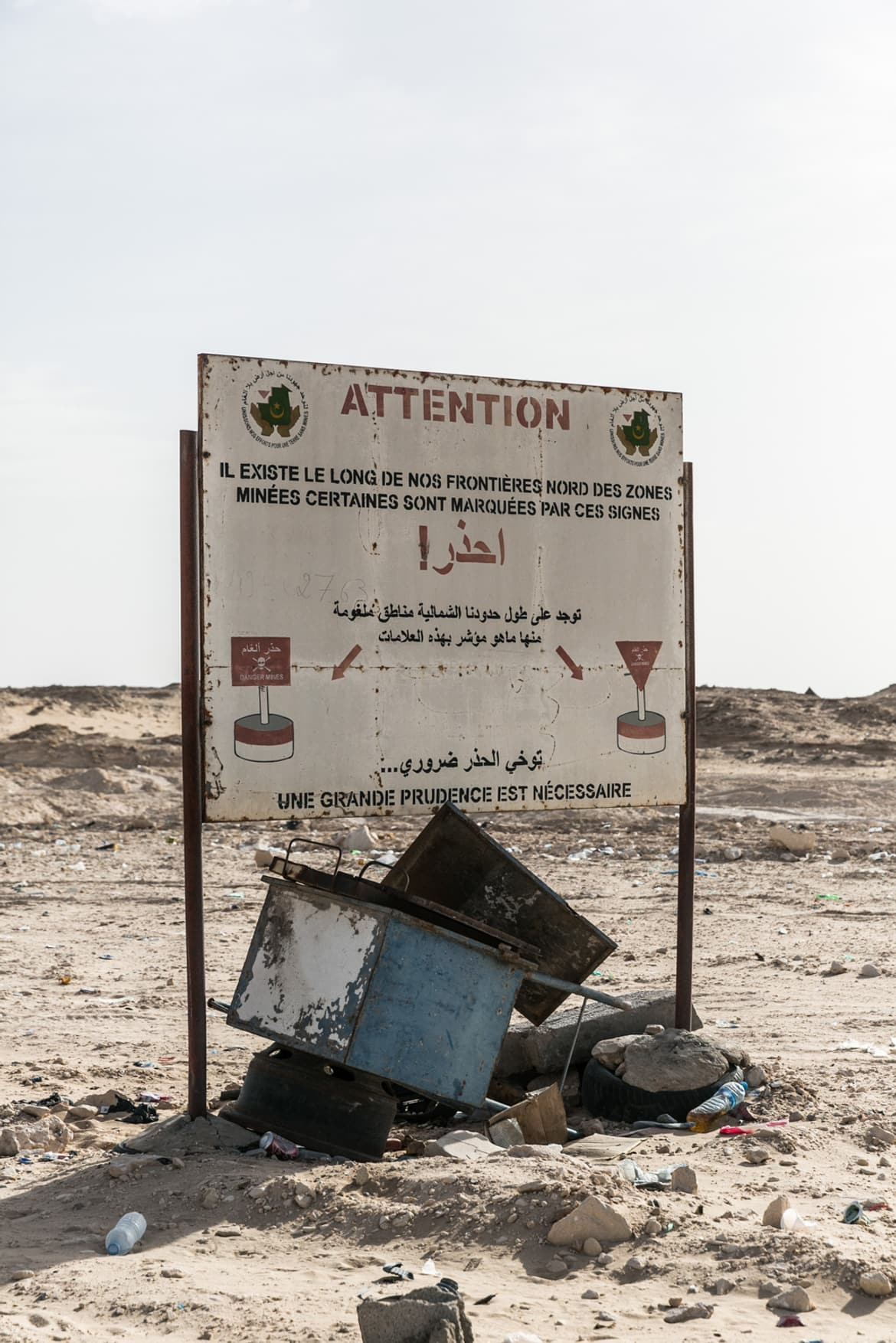beyond-africa-surf-movie_beyond_mauritania_crossing_border_13_c_lupi_spuma.jpg